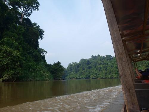 Fahrt im Boot von Kuala Tembeling