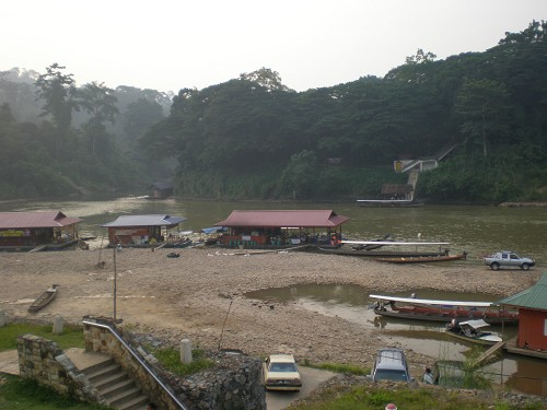 Floating Village und Restaurant Taman Negara