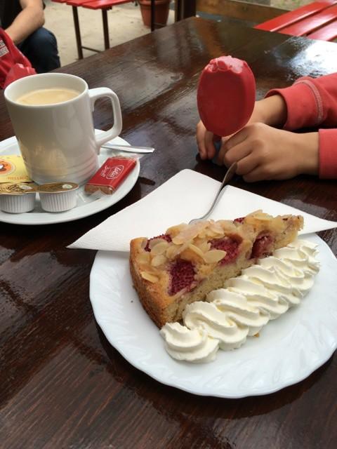 Auf den Schrecken: Kaffee, Kuchen und Eis