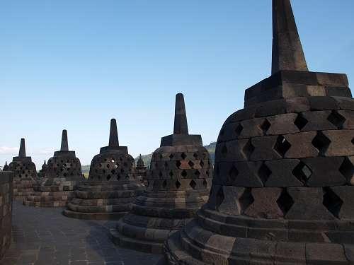 Stupas im Borobodur im Tempel