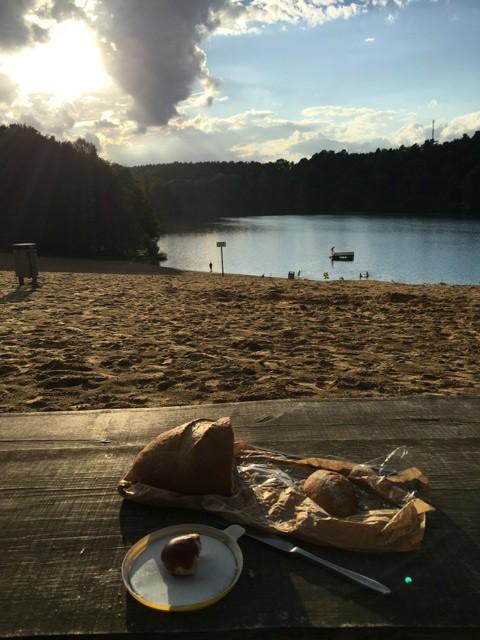 Abendbrot am Wasser beim Zelten am Üdersee