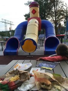 Abendbrot 2 mit Pommes und Rutsche bei Burger King