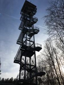 Aussichtsturm aus Stahl in den Rauener Bergen