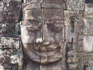 ayon - Tempel der Gesichter. Sehen wir hier das Portrait des Königs?