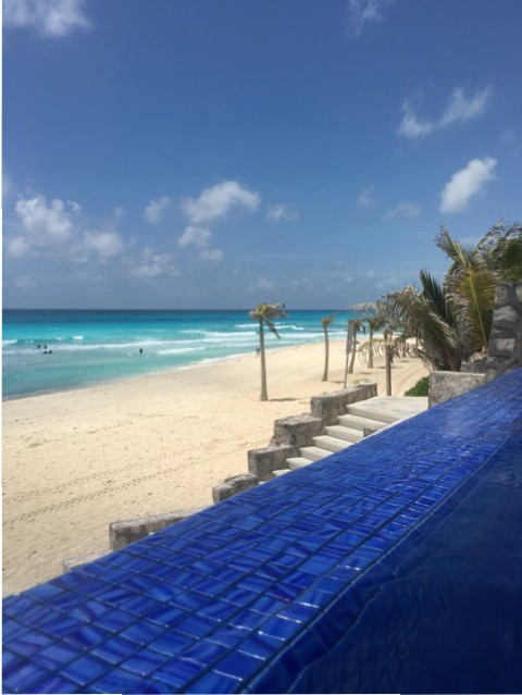 Infinity-Pool im Hotel in Cancun