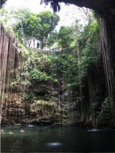 Cenote Ikil de Chichen Itza nahe Piste
