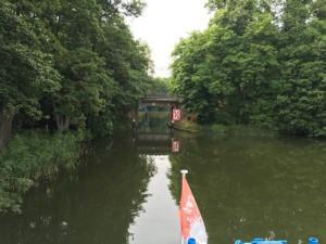 Durchfahrt einer Brücke auf der Templin See Rundfahrt