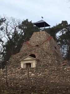 Feldsteinpyramide Garzau