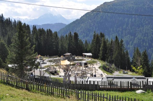 Mit der Gondel auf den Berg - Abenteuer-Spielplatz für Kinder