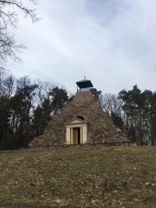 Größte Feldsteinpyramide Deutschlands steht in Garzau
