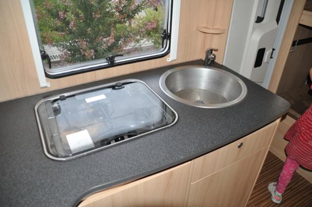 Küche im Wohnmobil – Gas Herd Waschbecken und Mini