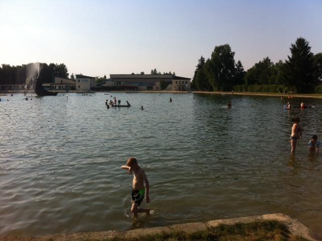 Schwimmbad als Naturbadeteich im Trixi-Park