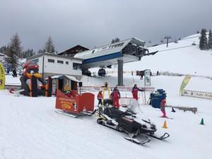 Skischule im Winterurlaub in den Alpen