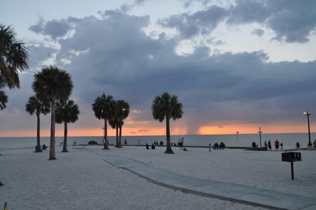 Sonnenuntergang am Strand Pine Island Beach Park