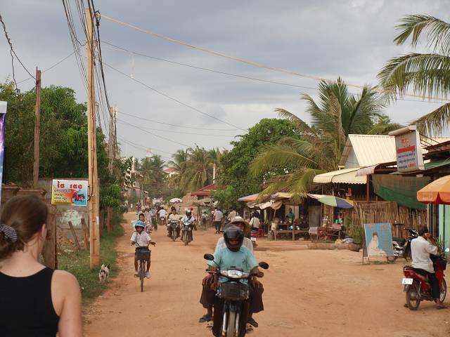 Strasse in Siem-Reap (Kambodscha) - Für Kinder eher ungeeignet?